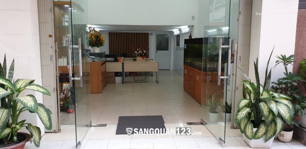 Sang mặt bằng văn phòng đầy đủ nội thất, có kho 20m2