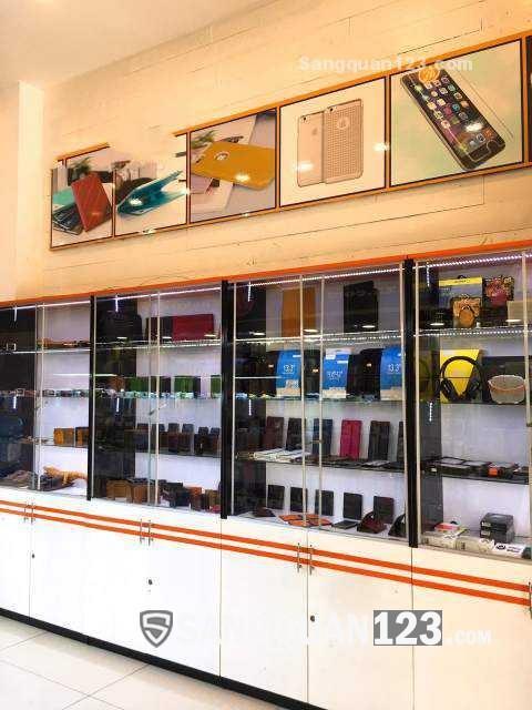 Cần sang lại showroom kinh doanh phụ kiện điện thoại