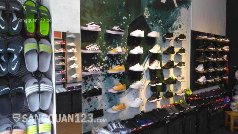 Cần sang lại shop giày thời trang tại số 1081 Cách Mạng Tháng Tám