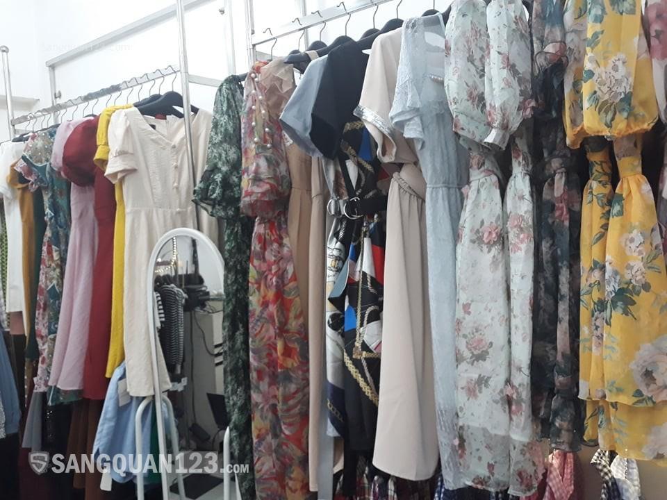 Sang nhượng cửa hàng thời trang tại 549 Đê La Thành, giá nhượng 35 triệu