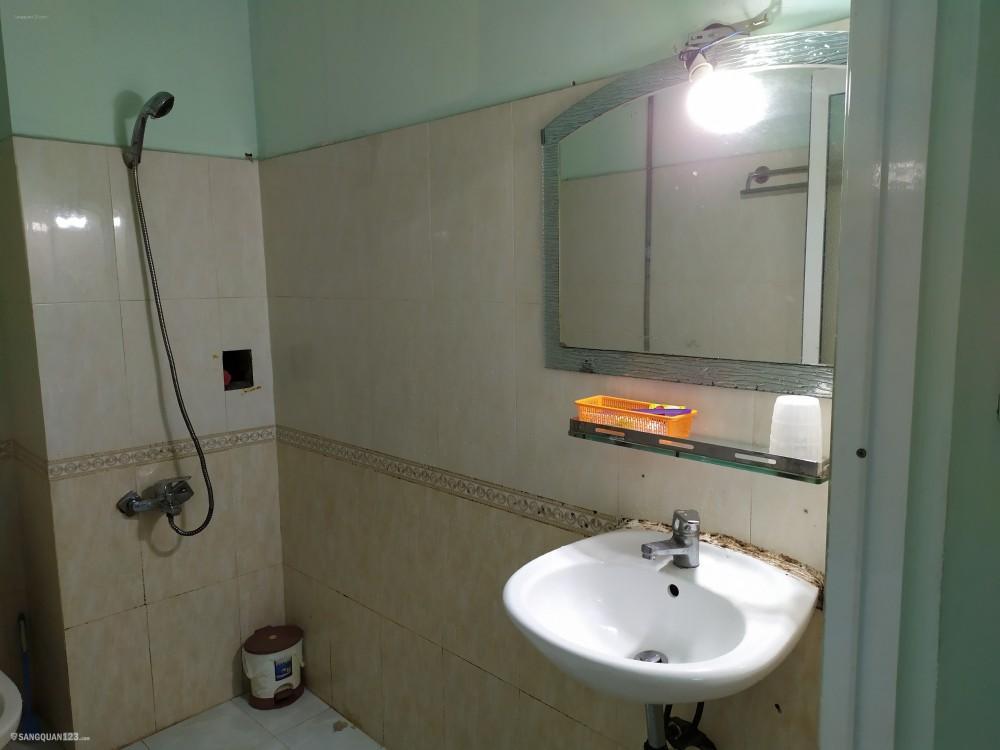 Cần sang khách sạn 11 phòng đường Đồng Xoài Bình Tân