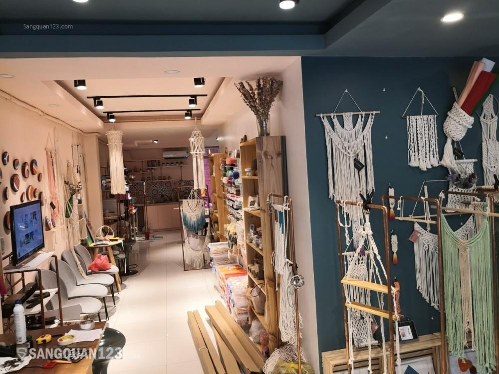 Sang cửa hàng bán đồ handmade ngay sau siêu thị/ tiện làm văn phòng