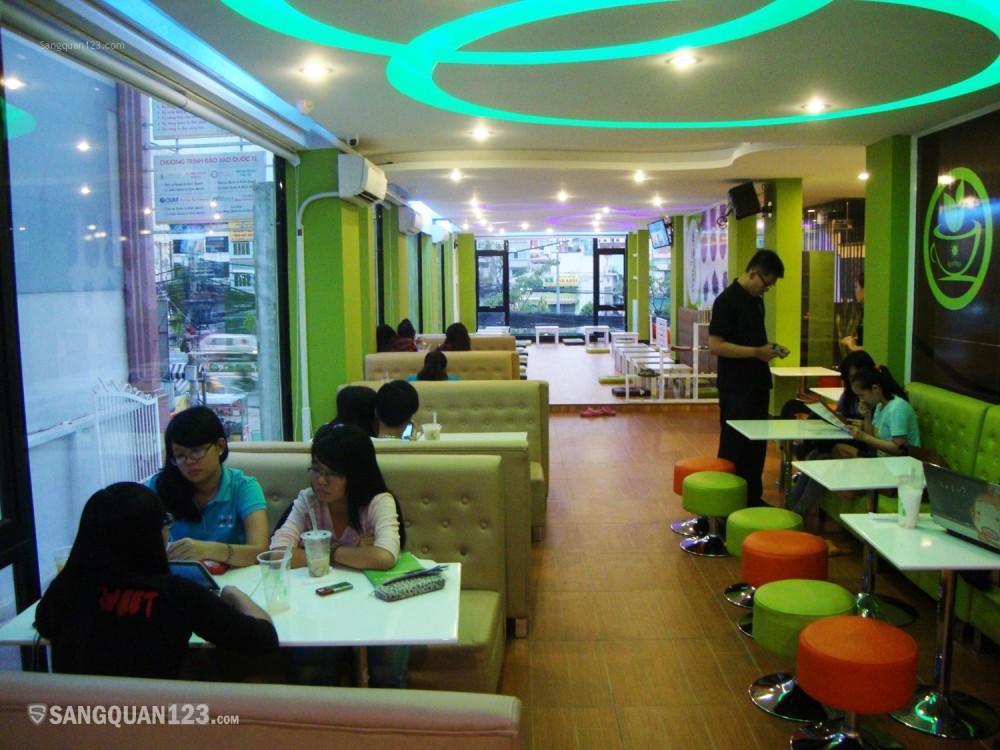 Sang quán Trà Tiên Hưởng kế Hutech Bình Thạnh, khách rất đông.