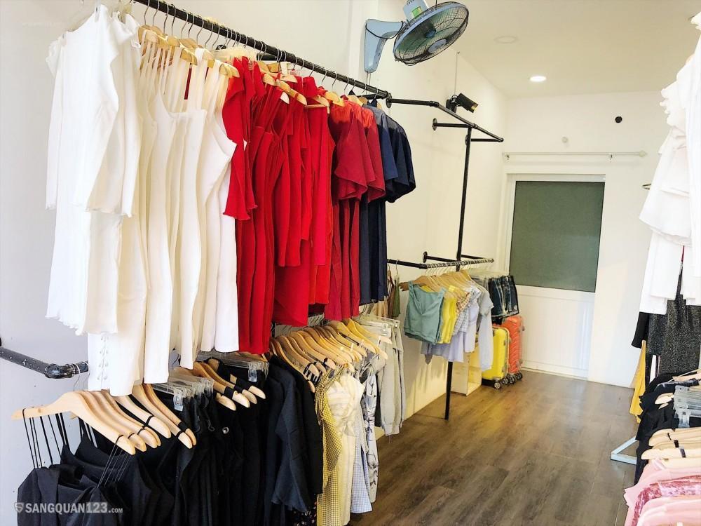 Sang shop quần áo cach 1 mạng tháng 8, phường 15 quận 10. Vô bán ngay