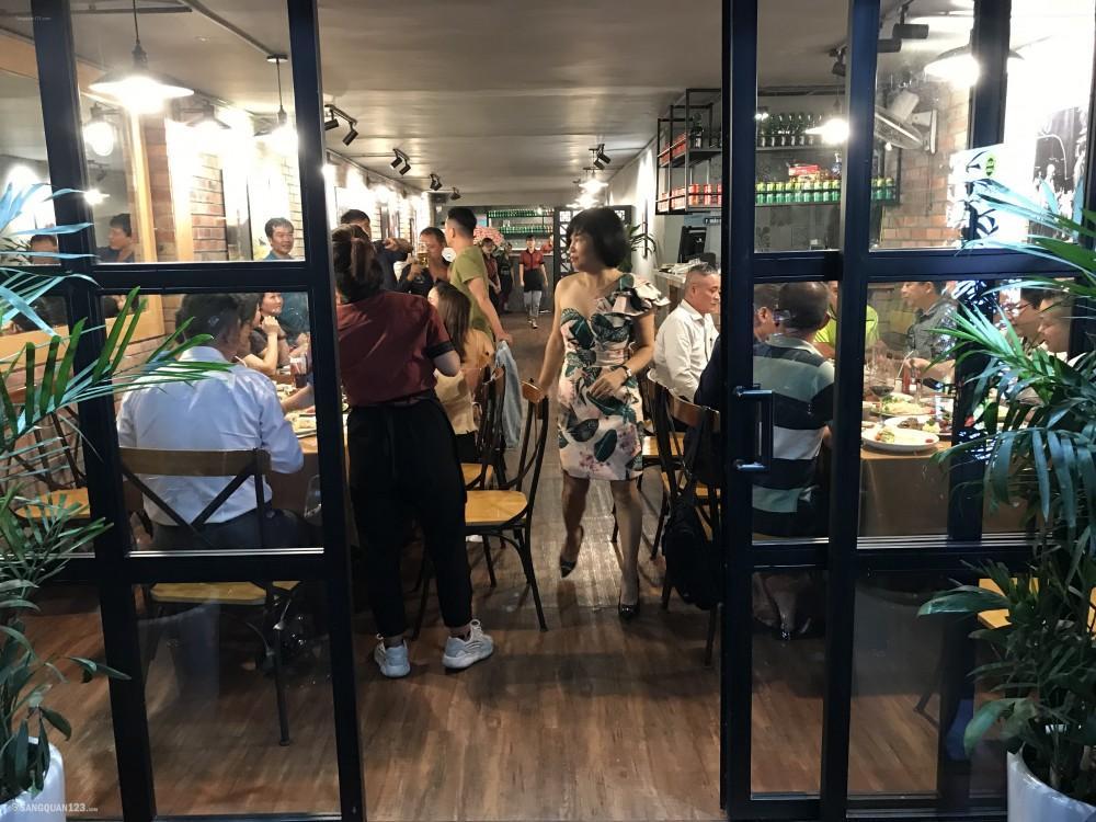 Nhượng lại nhà hàng Steak trên phố Kim mã, khu kinh doanh sầm uất