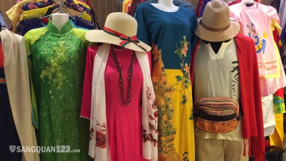 Chuẩn bị định cư nước ngoài sang gấp shop quần áo và quà lưu niệm