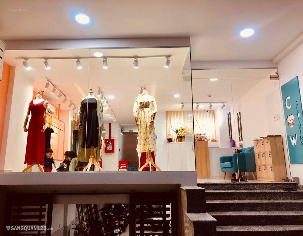 Cần sang shop thời trang và toàn bộ tủ kệ, vật dụng trong shop