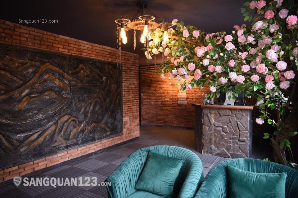 sang nhượng cổ phần quán bar và khách sạn tại Q1