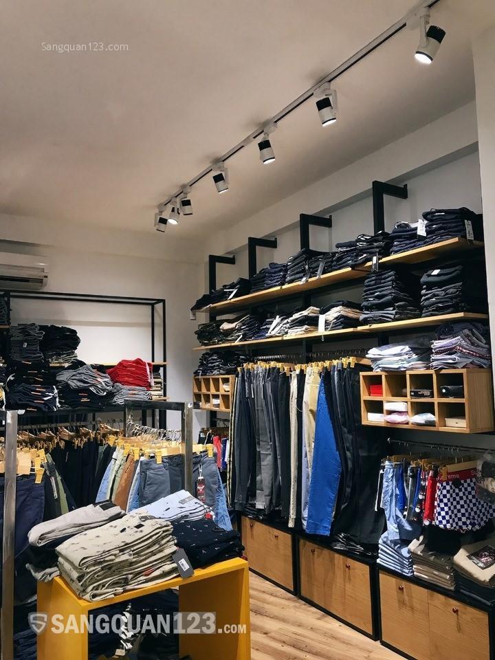 Không có người quản lý cần sang lại shop thời trang