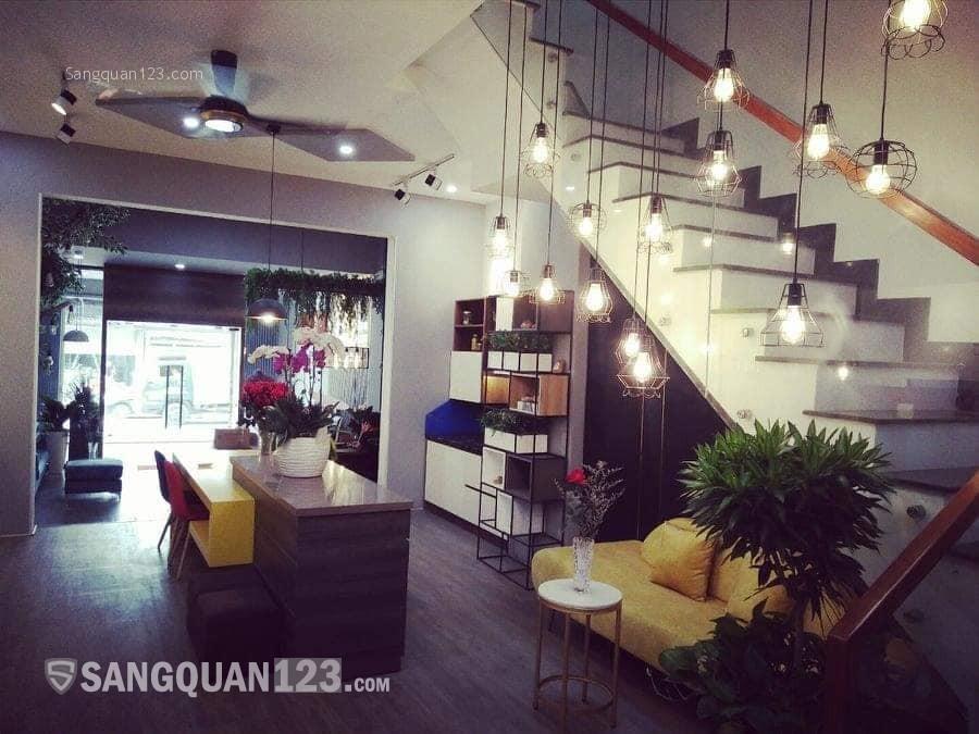 Công ty cần Sang showroom trưng bày trang trí nội thất cao cấp