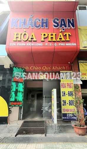 Cần sang khách sạn nằm trên trục đường chính sầm uất Phan Xích Long