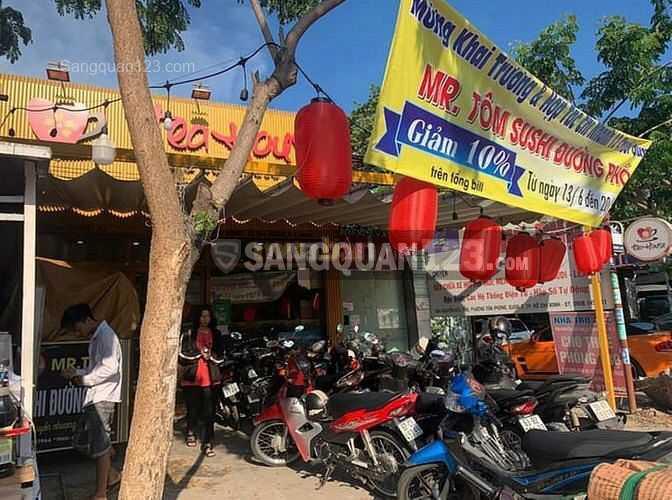 Sang quán trà sữa đối diện trường ĐH Tôn Đức Thắng