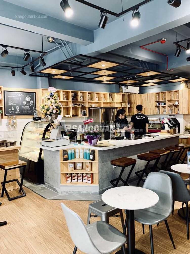 Cần sang quán cafe mặt tiền đường Quận 3