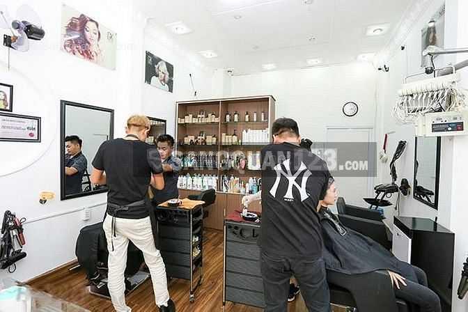 Sang nhượng Salon tóc gần khu ăn uống Phan xích long Q. Phú Nhuận